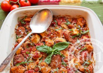 Макароны в духовке с копченой колбасой