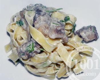 Макароны с грибами в белом соусе