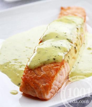 Рецепт стейка из лосося в винном соусе