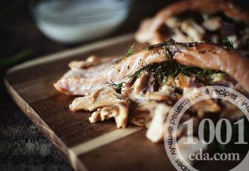 Салат с горбушей и шампиньонами – кулинарный рецепт
