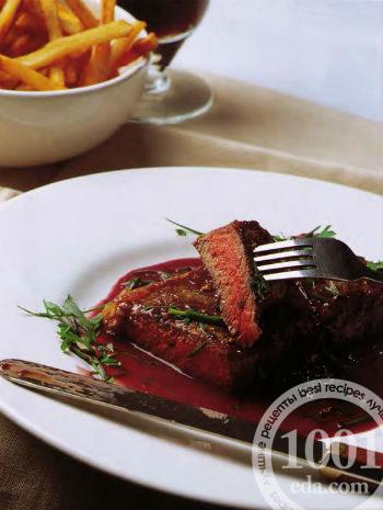 Стейк из говядины в красном вине