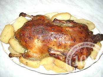 Праздничная утка с яблоками и картофелем