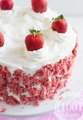 Слоеный клубничный торт-чизкейк