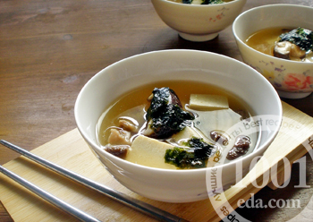 Суп с грибами шиитаке на курином бульоне