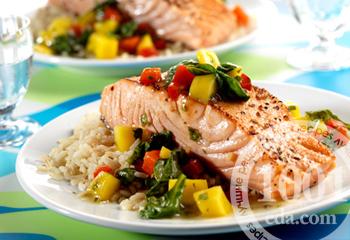 Стейк из лосося с гарниром из овощей
