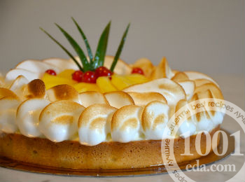 Креольский торт с безе и фруктами