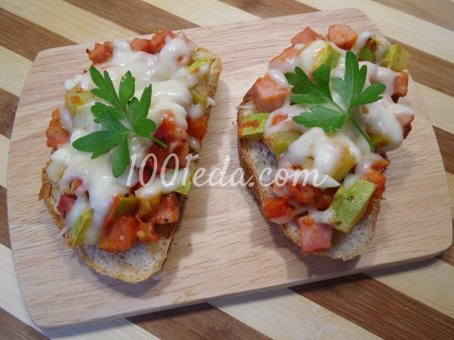 Горячие бутерброды с овощами и моцареллой