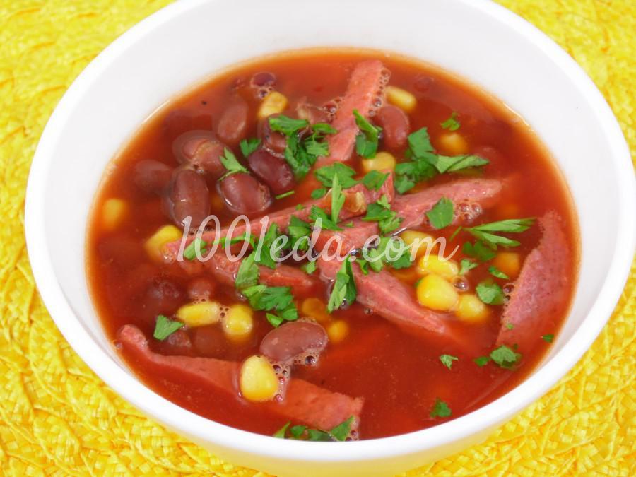 Томатный суп с салями, фасолью и кукурузой