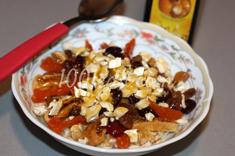 Полезный завтрак с сухофруктами и орехами