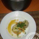 Минтай в мультиварке на овощной подушке под сметаной: рецепт с пошаговым фото