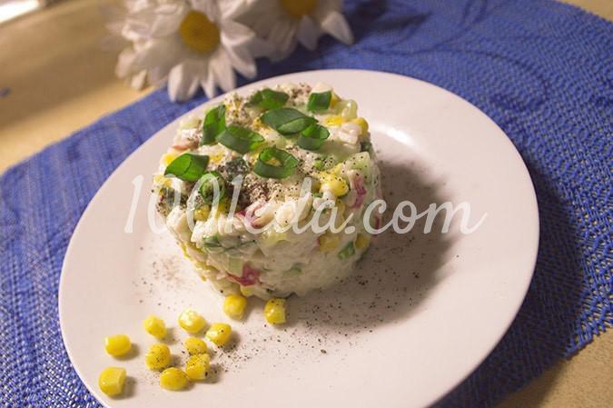 Салат с крабовыми палочками, консервированной кукурузой и свежим огурцом: пошагово с фото