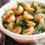 Салат из жареной картошки с травами