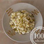 Салат с рисом, яблоком и соленым огурцом