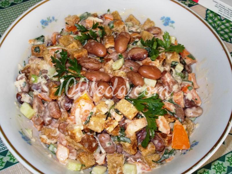 Салат из сухариков и фасоли пошаговый