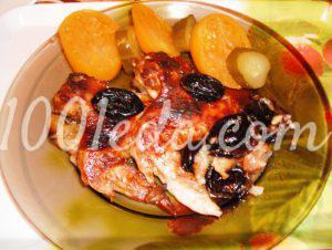 Куриные крылышки в соево-медовом маринаде с черносливом и яблоками