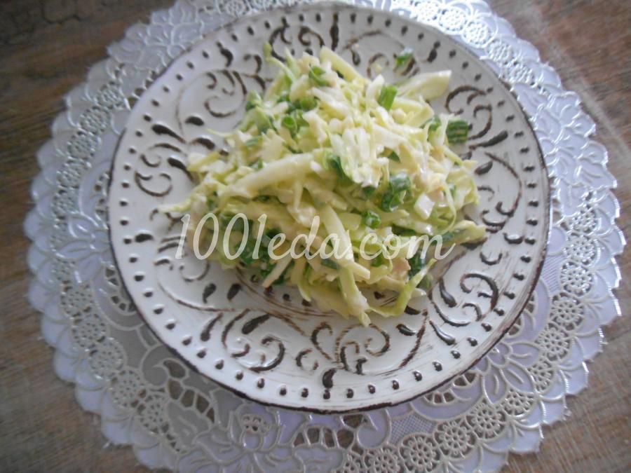 Салат из молодой капусты с мясом, яйцом и огурцами