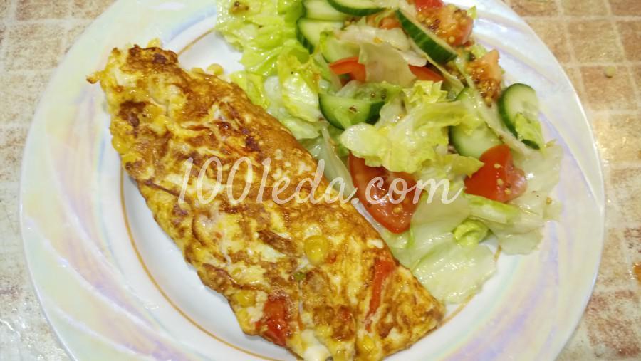 Омлет с помидорами и кукурузой
