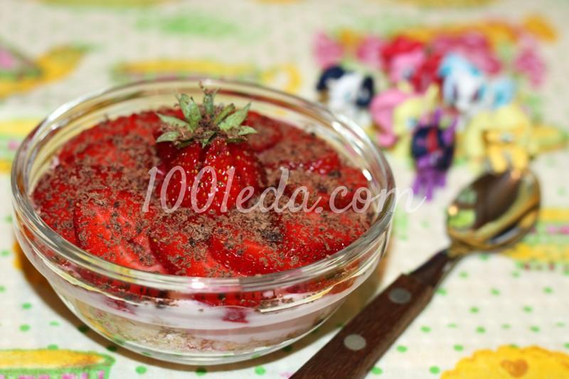 Десерт с клубникой и йогуртом для детей