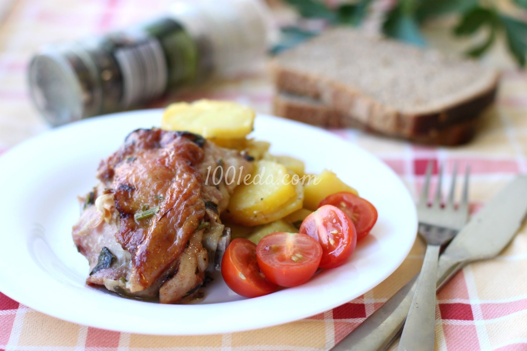 Картофель с куриными бедрами, запеченные в мультиварке: рецепт с пошаговым фото