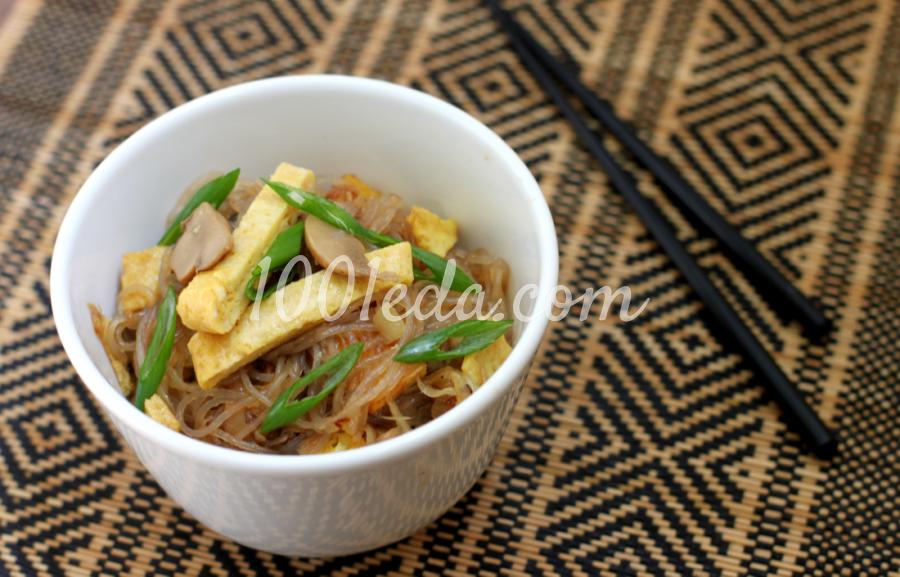 Лапша в азиатском стиле с омлетом и грибами: пошагово с фото