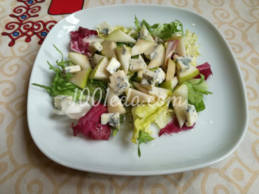 Салат с грушей и сыром с плесенью