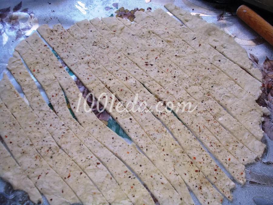 Острые хрустики из слоеного теста: пошаговое фото - Шаг №3