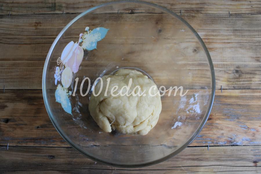 Песочный пирог с клубникой и сметанной заливкой: пошаговый с фото - Шаг №4