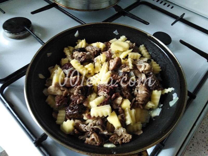 Пирог из слоеного теста с грибами-строчками и картофелем: пошаговое фото - Шаг №1