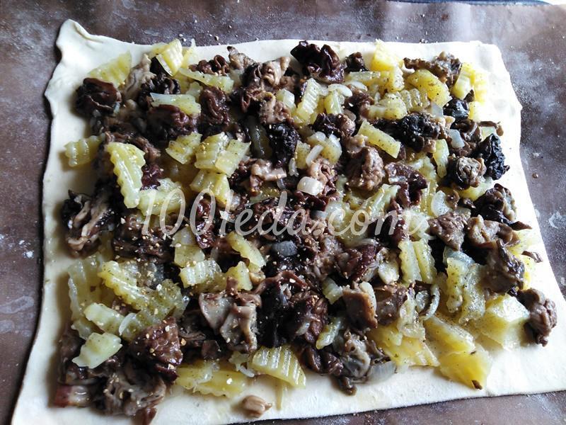 Пирог из слоеного теста с грибами-строчками и картофелем: пошаговое фото - Шаг №3