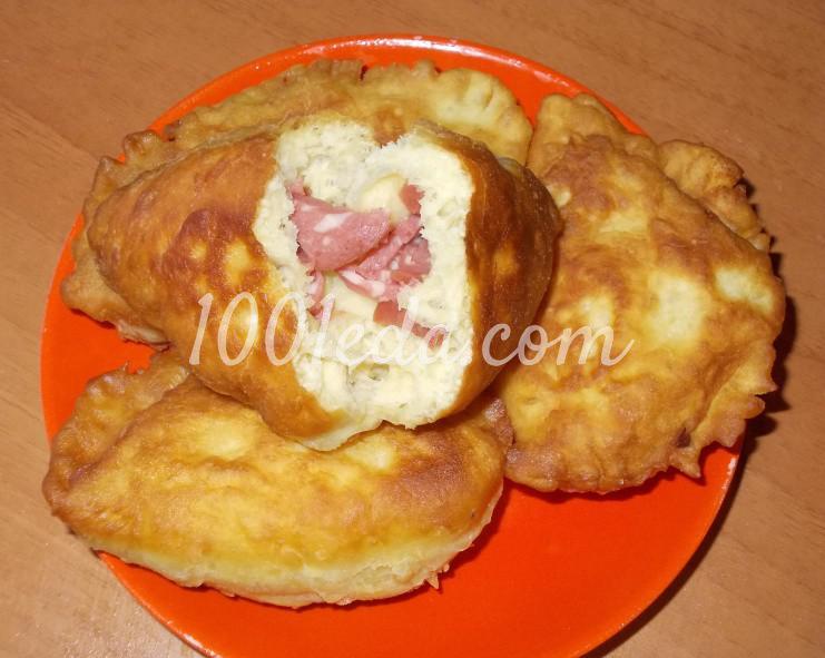 Пирожки с колбасой на сковороде