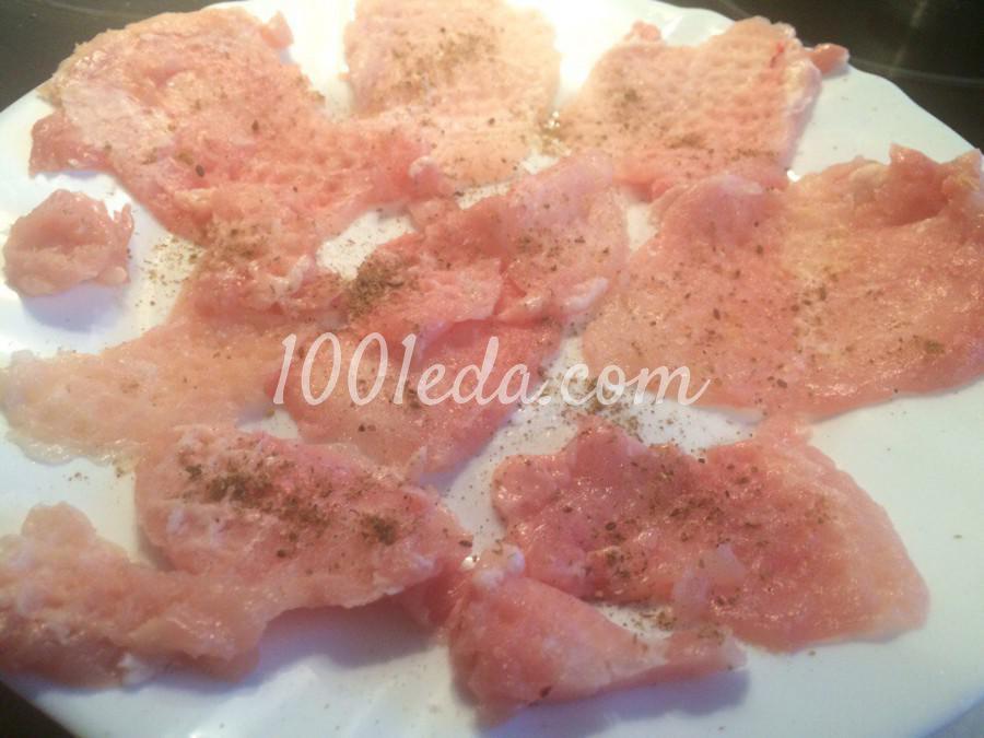 Рулетики из кабачка с куриным филе и творожным соусом: рецепт с пошаговым фото - Шаг №3