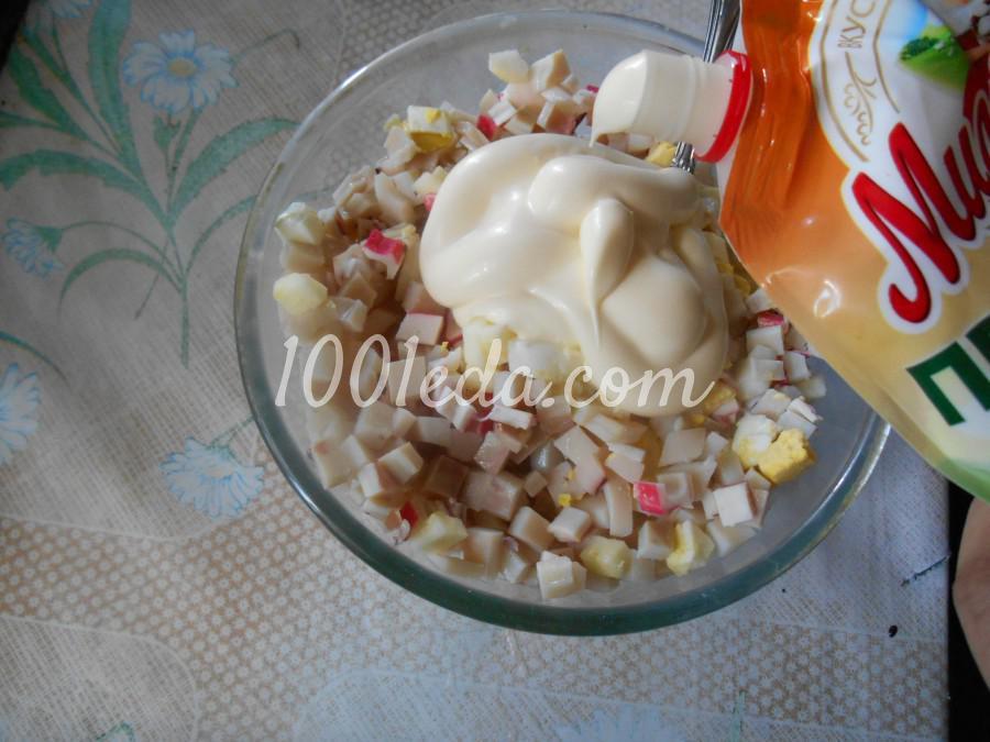 Салат с кальмарами, крабовыми палочками и яблоком: пошаговый с фото - Шаг №6