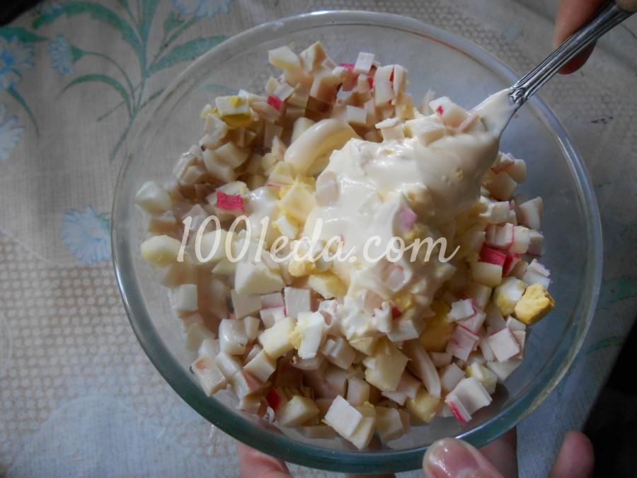 Салат с кальмарами, крабовыми палочками и яблоком: пошаговый с фото - Шаг №7