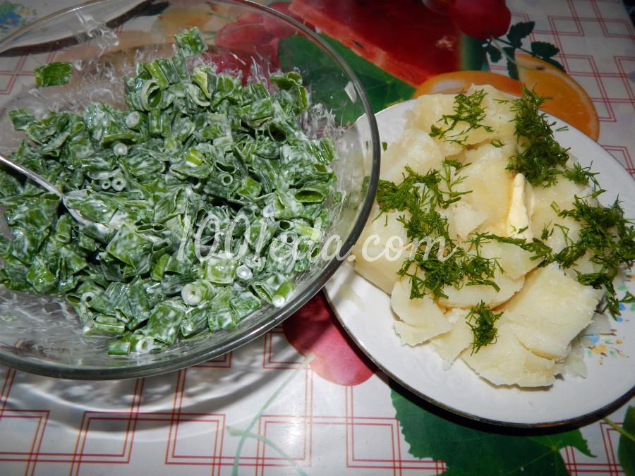Салат из зеленого пера и стрелок лука