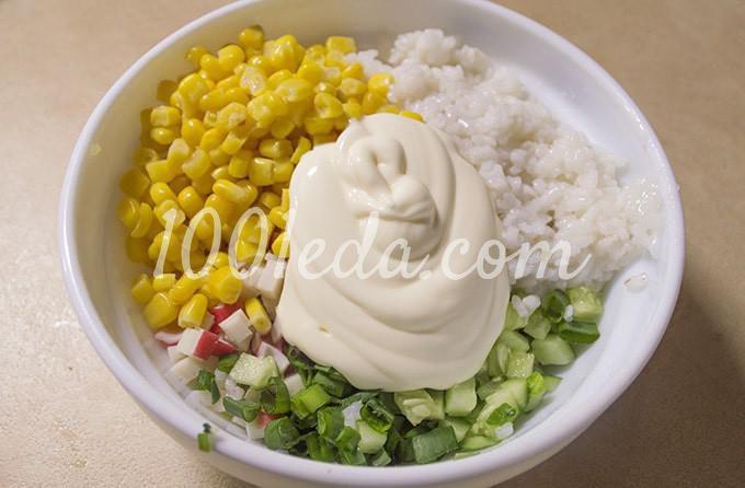 Салат с крабовыми палочками, консервированной кукурузой и свежим огурцом: пошагово с фото - Шаг №8