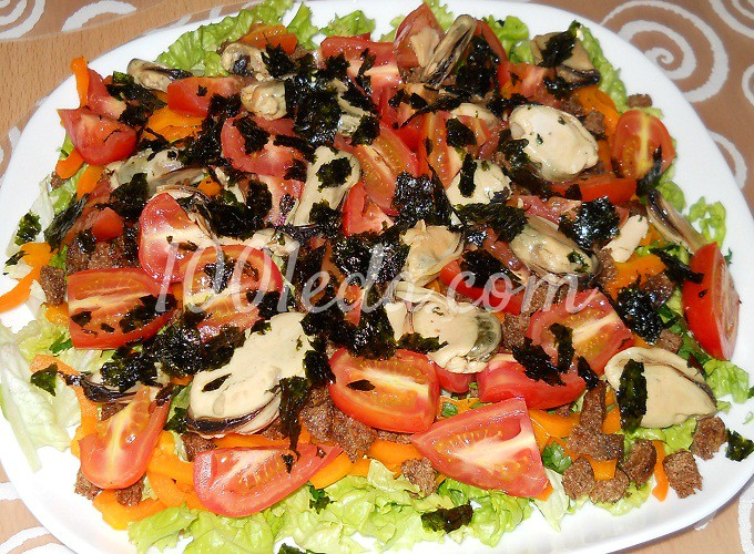 Салат с мидиями и помидорами рецепт с фото