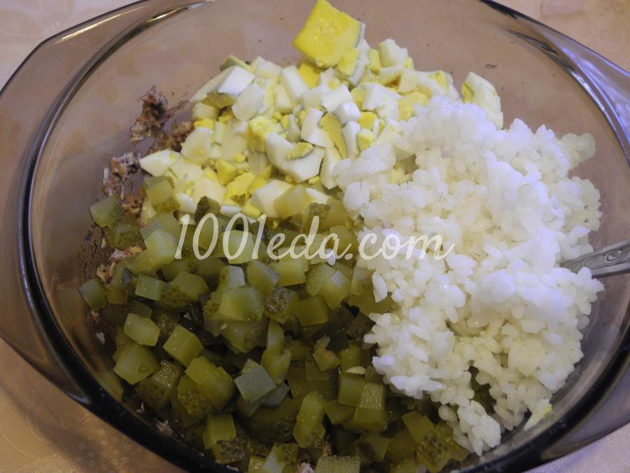 Салат с рыбой и бочковыми огурцами