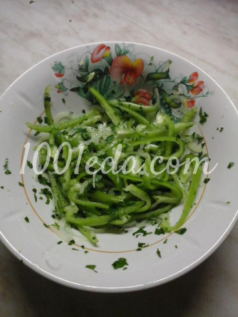 Салат вегетарианский из помидоров, болгарского перца и лука: пошаговый с фото - Шаг №4