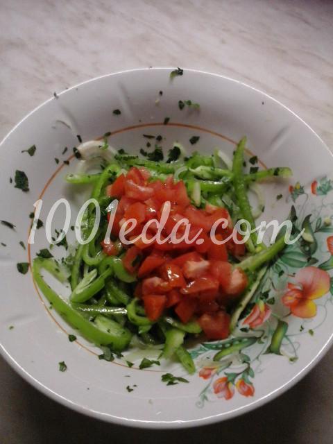 Салат вегетарианский из помидоров, болгарского перца и лука: пошаговый с фото - Шаг №6