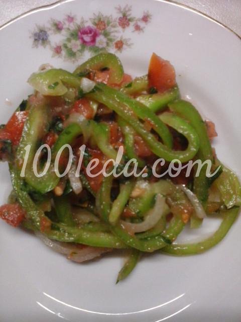 Салат вегетарианский из помидоров, болгарского перца и лука: пошаговый с фото - Шаг №9