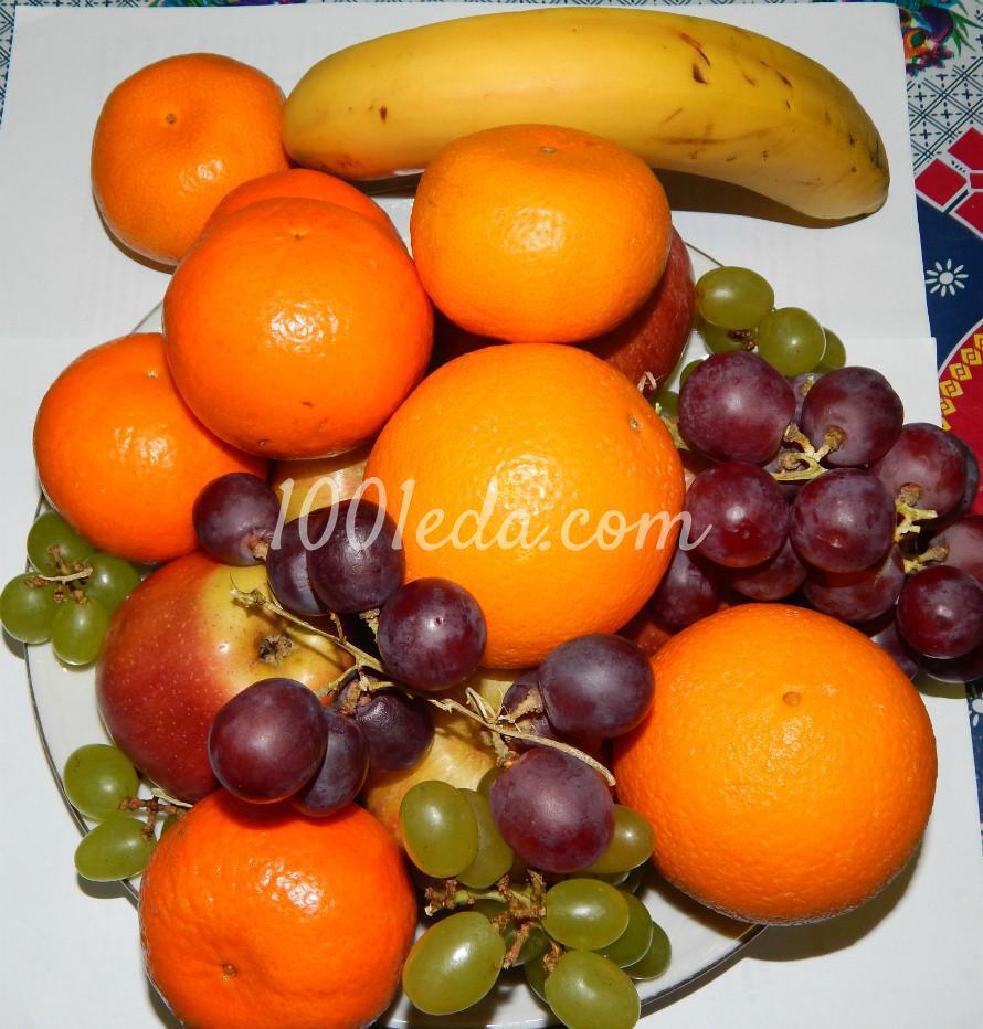 Слоеный фруктовый салат с мороженым, шоколадом и ягодным сиропом: пошаговый с фото - Шаг №1