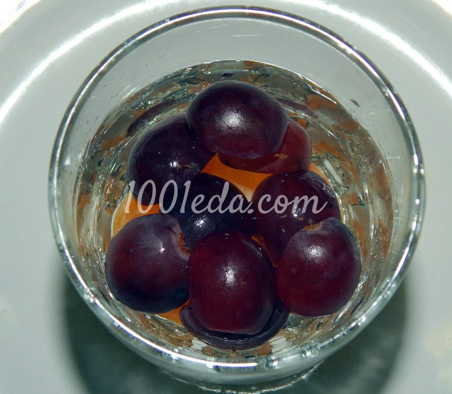 Слоеный фруктовый салат с мороженым, шоколадом и ягодным сиропом: пошаговый с фото - Шаг №3
