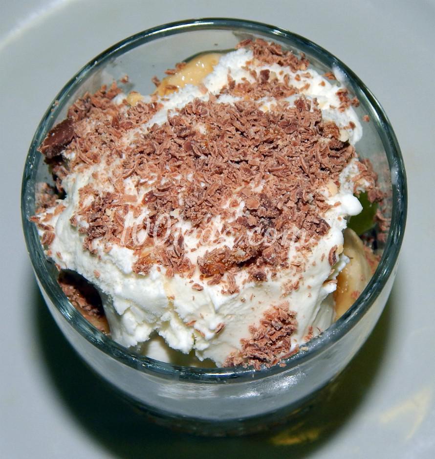 Слоеный фруктовый салат с мороженым, шоколадом и ягодным сиропом: пошаговый с фото - Шаг №7
