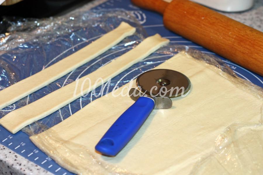 Слоеный крендель с сыром и соленой брынзой: рецепт с пошаговыми фото - Шаг №1