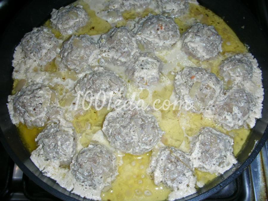 Приготовить тефтели в сметанном соусе в духовке