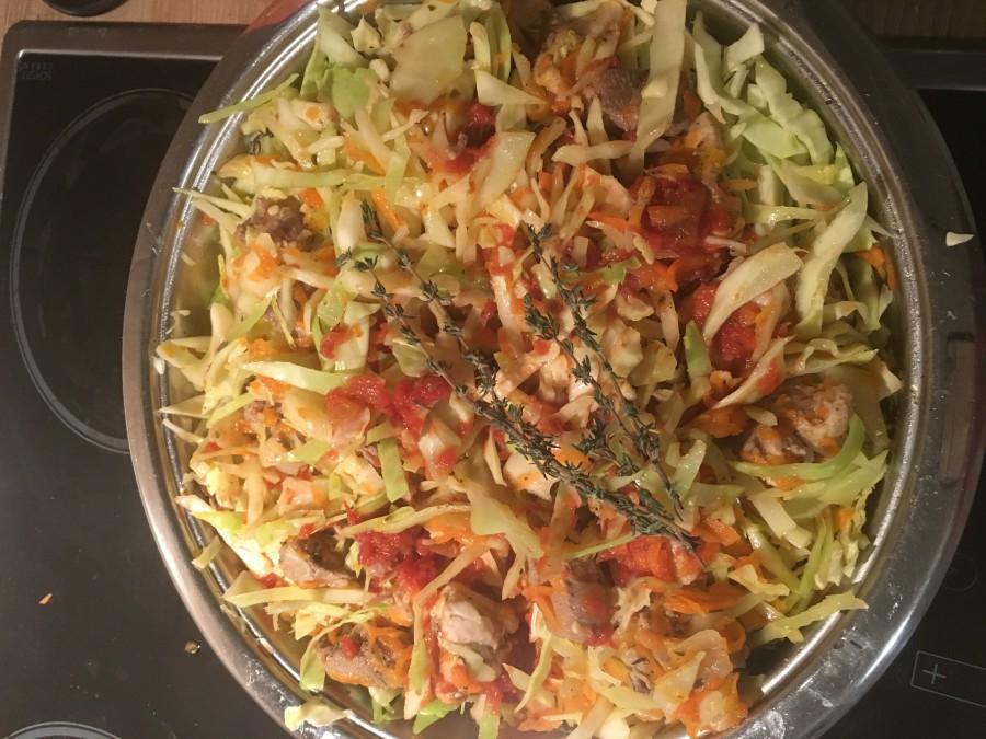 тушеная капуста с мясом рецепт с фото пошагово с томатной пастой #6