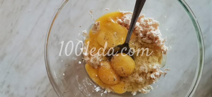 Яичные блинчики с мясом куриной грудки и томатами: пошаговое фото - Шаг №3