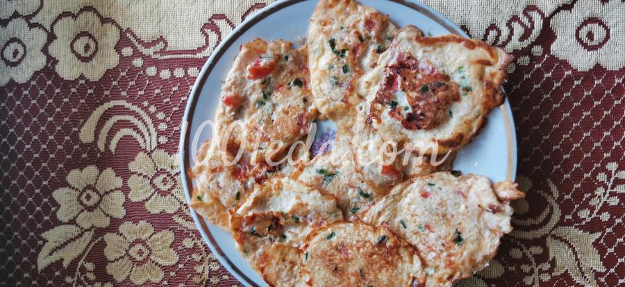 Яичные блинчики с мясом куриной грудки и томатами: пошаговое фото - Шаг №8