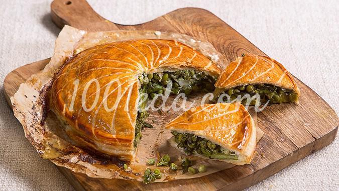Весенний овощной пирог из слоеного теста