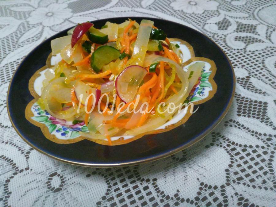 Салат с овощами и лапшой ашлянфу